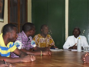 Mgr Philipe avec les Assomptionniste de Ouaga